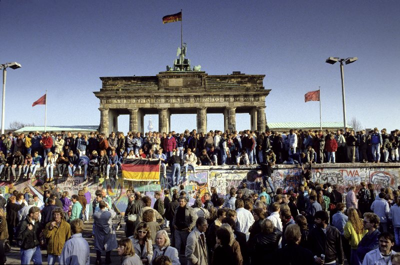 The fall of the Berlin Wall, 11 November, 1989 (Norbert Michalke/Vario Images/FORUM)