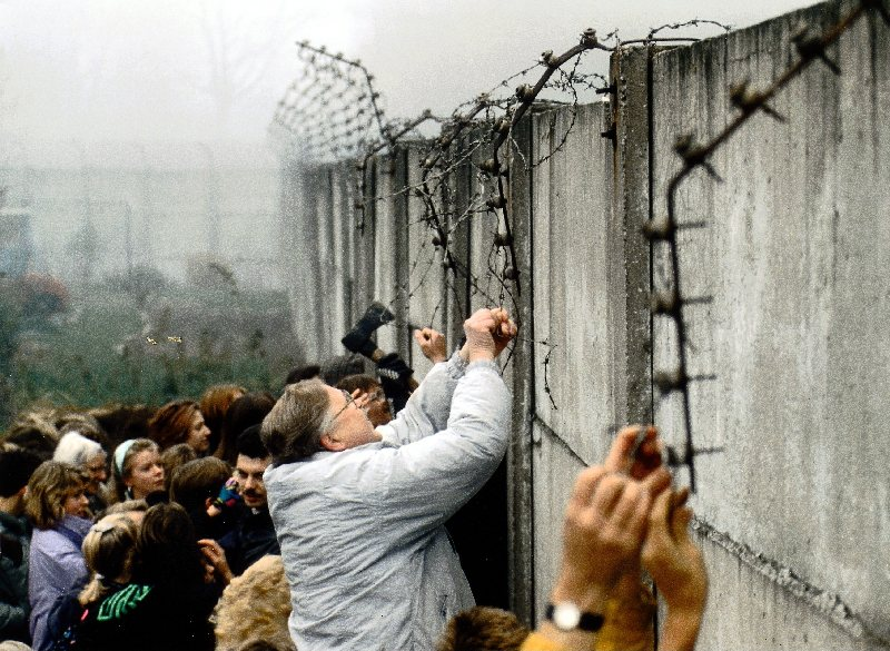 The fall of the Berlin Wall, 9 November, 1989 (SZ Photo/FORUM)