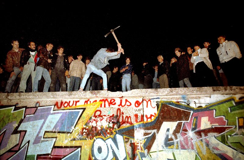 The fall of the Berlin Wall, 10 November, 1989 (SZ Photo/FORUM)