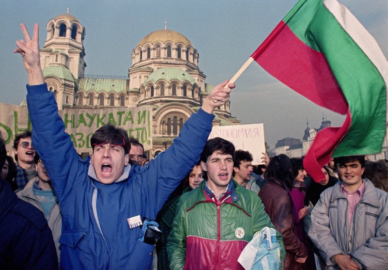 Bulgarian students demonstration in front of Alexander Nevsky Cathedral in Sofia for more political reforms in Bulgaria, 14 December, 1989 (Klaus Titzer/Anzenberger/FORUM)
